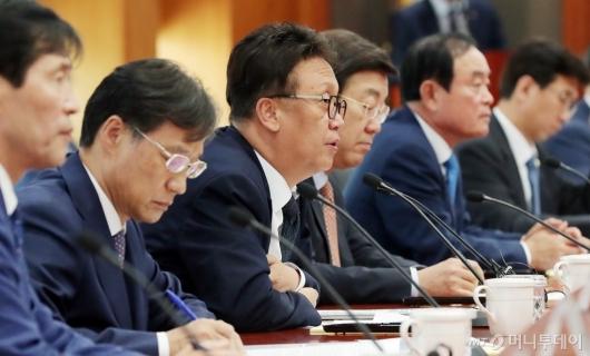[사진]모두발언하는 민병두 국회 정무위원장