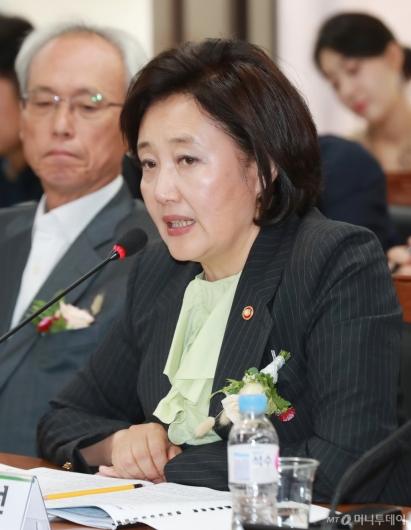 [사진]스마트공장 노사정 협약식 참석한 박영선 장관