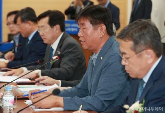 [사진]스마트공장 노사정 협약식 참석한 김만제 금속노련위원장