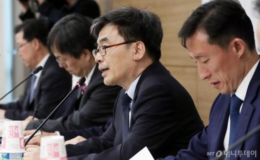 [사진]'주류 과세 개편 연구' 발표하는 홍범교 실장