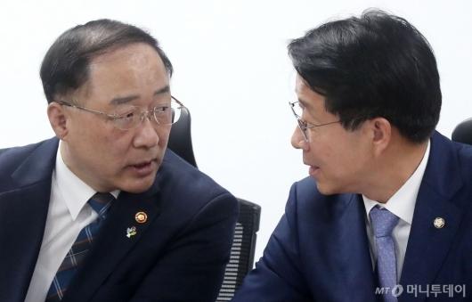 [사진]홍남기-조정식, 세제 관련 현안 논의