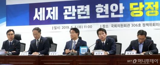 [사진]당정협의 주재하는 이인영