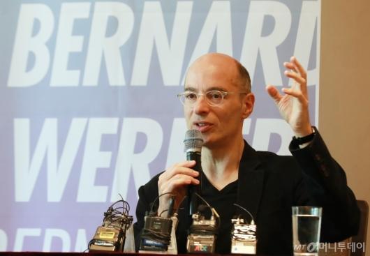 [사진]베르나르 베르베르 '죽음으로 얻는 것은?'