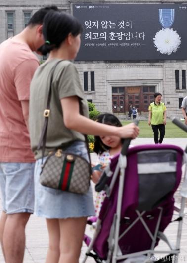 [사진]'호국보훈의 달' 현충일 외출한 시민들