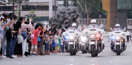 [사진]수방사 헌병대, 시민들의 시선 끈 멋진 등장