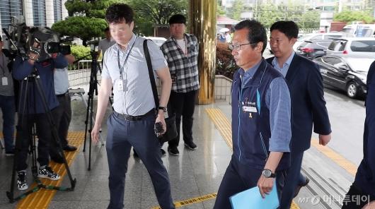 [사진]'불법시위 혐의' 조사받는 김명환 위원장
