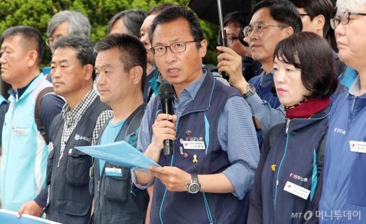 [사진]입장 밝히는 김명환 위원장