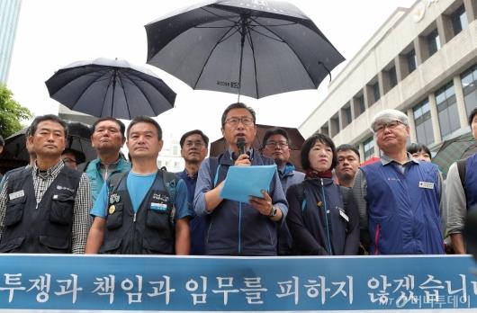 [사진]김명환 위원장 '투쟁과 책임과 임무를 피하지 않겠습니다'