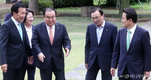 [사진]초월회 참석하는 국회의장과 여야대표
