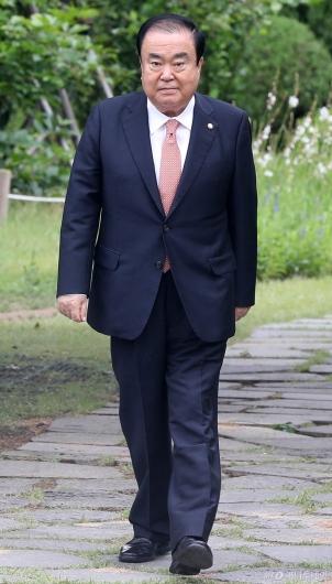 [사진]초월회 향하는 문희상 국회의장