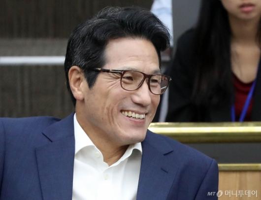 [사진]미소 짓는 정병국 의원