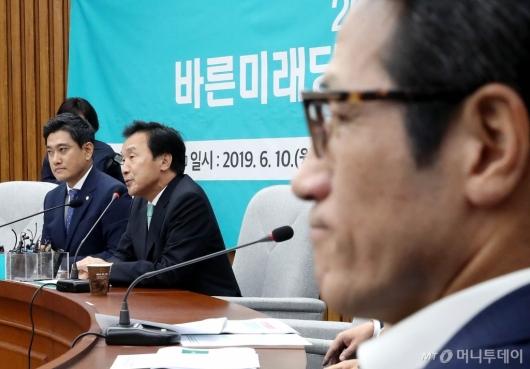 [사진]손학규 발언 경청하는 정병국