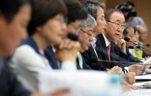 [사진]모두발언하는 반기문 위원장