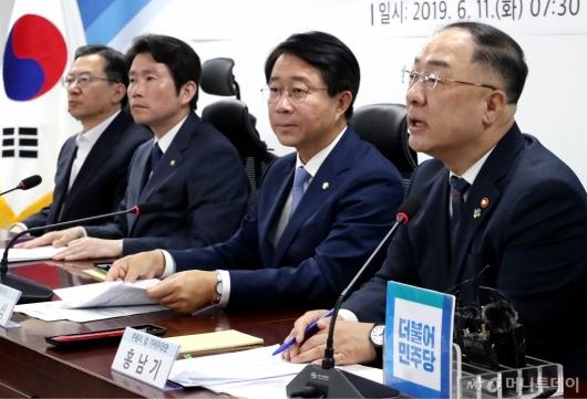 [사진]당정협의 발언하는 홍남기 부총리