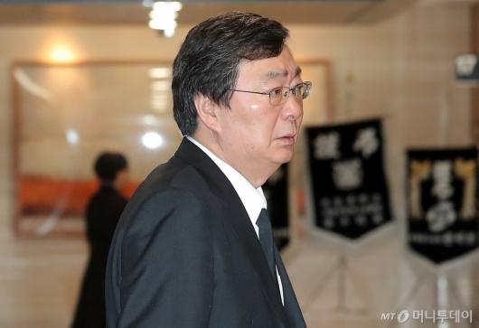 [사진]모친 빈소 들어서는 김홍업 전 의원