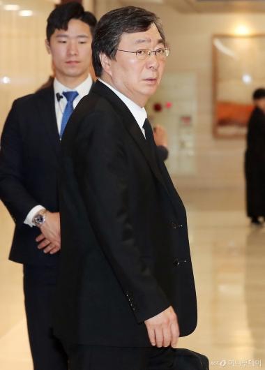 [사진]빈소 들어서는 김홍업 전 의원