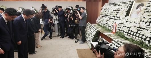 [사진]'고 이희호 여사 빈소' 찾은 황교안 대표