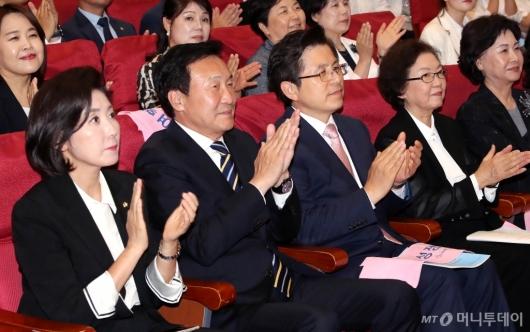 [사진]박수치는 황교안-손학규