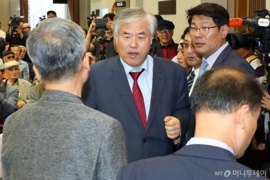 [사진]기자회견 참석하는 전광훈 목사