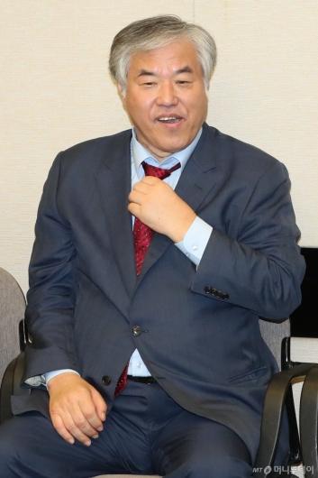 [사진]기자회견 준비하는 전광훈 목사