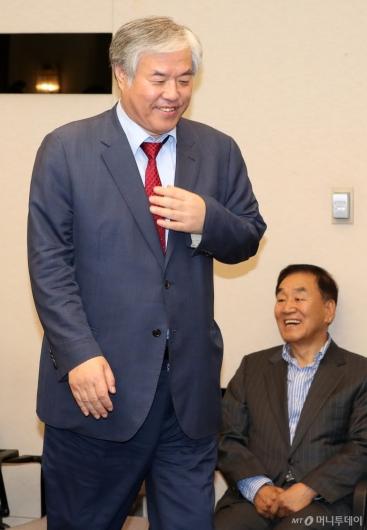 [사진]자리 향하는 전광훈 목사