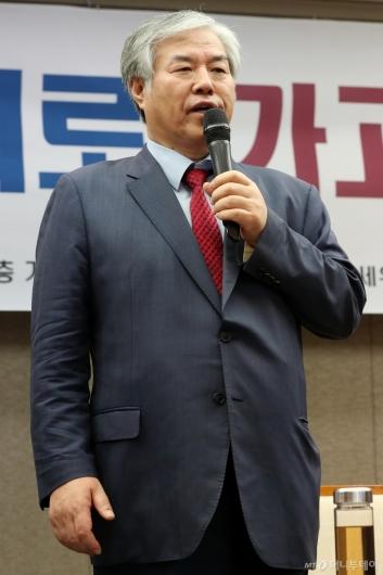 [사진]입장 밝히는 전광훈 목사