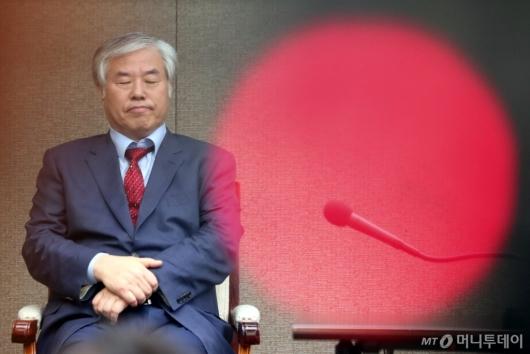 [사진]생각에 잠긴 전광훈 목사