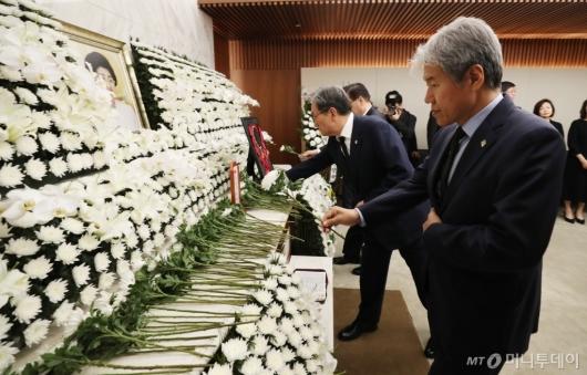[사진]고 이희호 여사 빈소 조문하는 청와대 인사들
