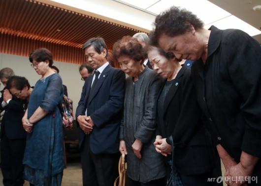 [사진]故 이희호 여사 조문하는 이한열-전태일 열사 유가족들