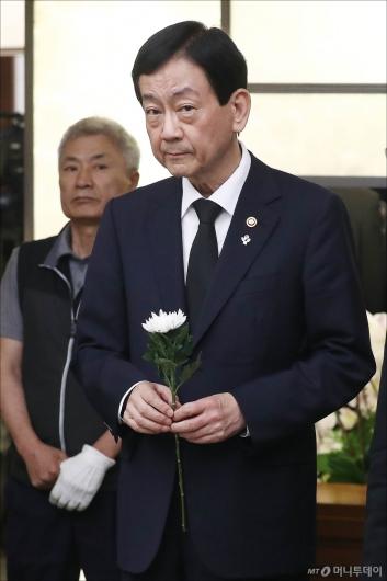 [사진]빈소 찾은 진영 행안부 장관