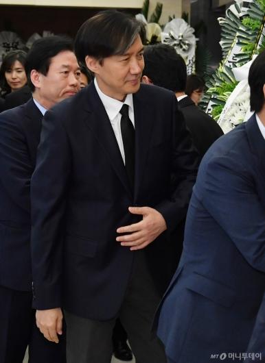 [사진]고 이희호 여사 빈소 찾은 조국 민정수석