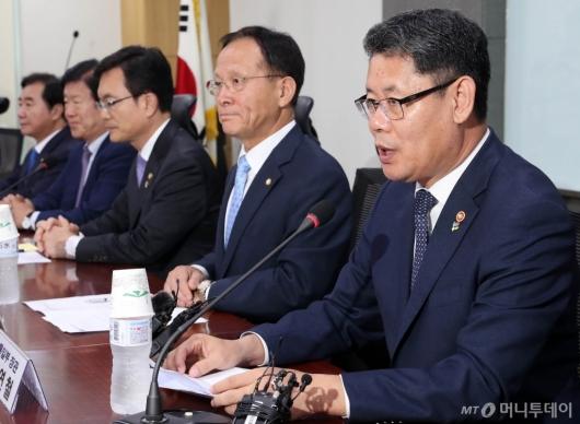 [사진]국회 외통위 당정협의 발언하는 김연철 장관