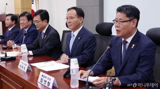 [사진]발언하는 김연철 통일부장관