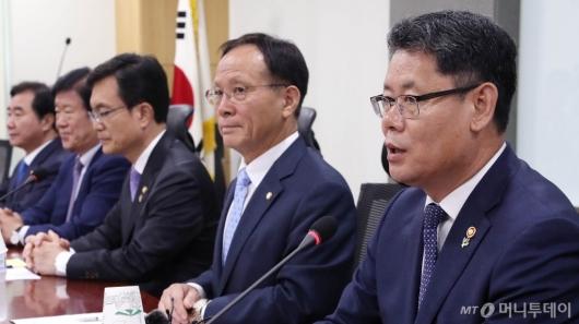 [사진]외통위 당정협의 발언하는 김연철 장관