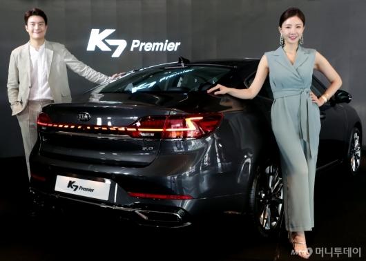 [사진]K7 프리미어 '역동적인 뒤태'
