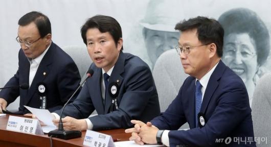 [사진]확대간부회의 발언하는 이인영 원내대표