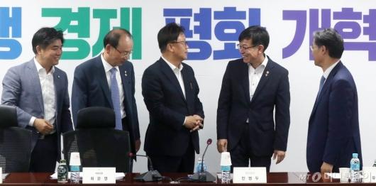 [사진]정무위 당정협의 참석한 김상조 위원장