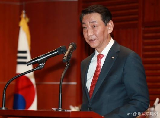 [사진]MTN 애널리스트 대상 시상식 축사하는 권용원 금투협회장