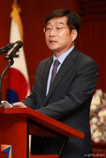 [사진]MTN, 10회 애널리스트 대상 시상식...인사말하는 유승호 대표