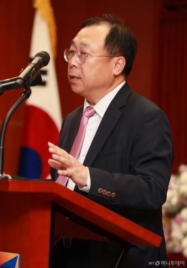[사진]애널리스트 대상 경과보고하는 이철순 에프앤가이드 대표