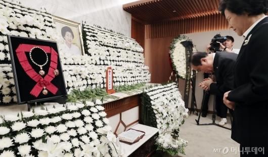 [사진]고 이희호 여사 빈소 조문하는 문희상 국회의장