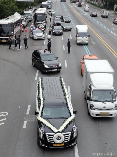 [사진]창천교회 향하는 운구행렬