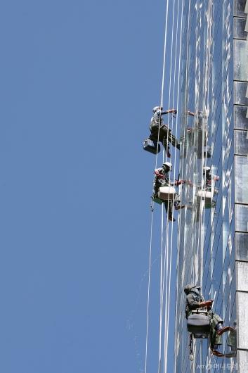 [사진]'파란 하늘 닦기'