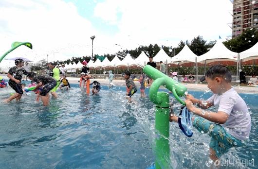 [사진]'더울 땐 물놀이가 최고!'
