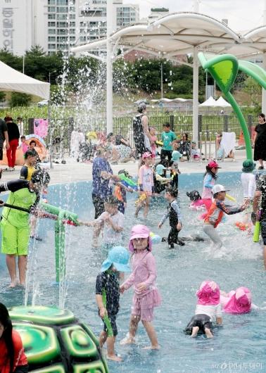 [사진]'여름엔 물놀이가 최고'