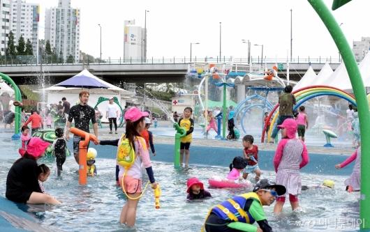 [사진]도심에서 즐기는 '물놀이'