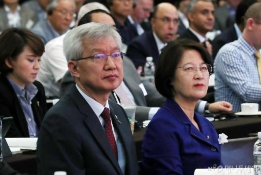 [사진]수소에너지 컨퍼런스 참석한 이태호-추미애