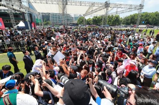 [사진]서울광장에 몰린 U20 대표팀 팬들