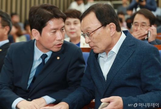[사진]'4당국회 논의' 의총 앞 둔 이해찬-이인영