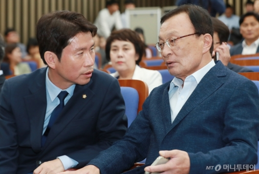 [사진]'4당국회 논의' 민주당 의원총회 개최